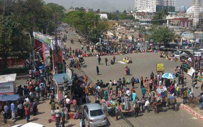 গার্হস্থ্য অর্থনীতি কলেজের ছাত্রীদের সড়ক অবরোধ