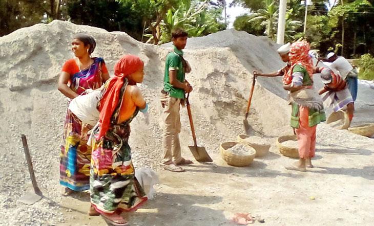 নারী ও শিশু শ্রমিকরা ন্যায্য মজুরি থেকে বঞ্চিত