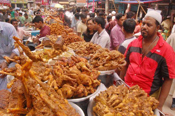 জমজমাট ঢাকার ইফতার বাজার