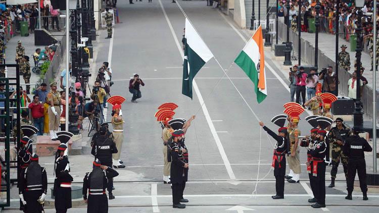 কাশ্মীর ইস্যুতে ভারতের বিরুদ্ধে আন্তর্জাতিক আদালতে যাচ্ছে পাকিস্তান