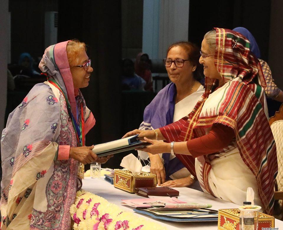 পাঁচ নারীকে বেগম রোকেয়া পদক তুলে দিলেন প্রধানমন্ত্রী
