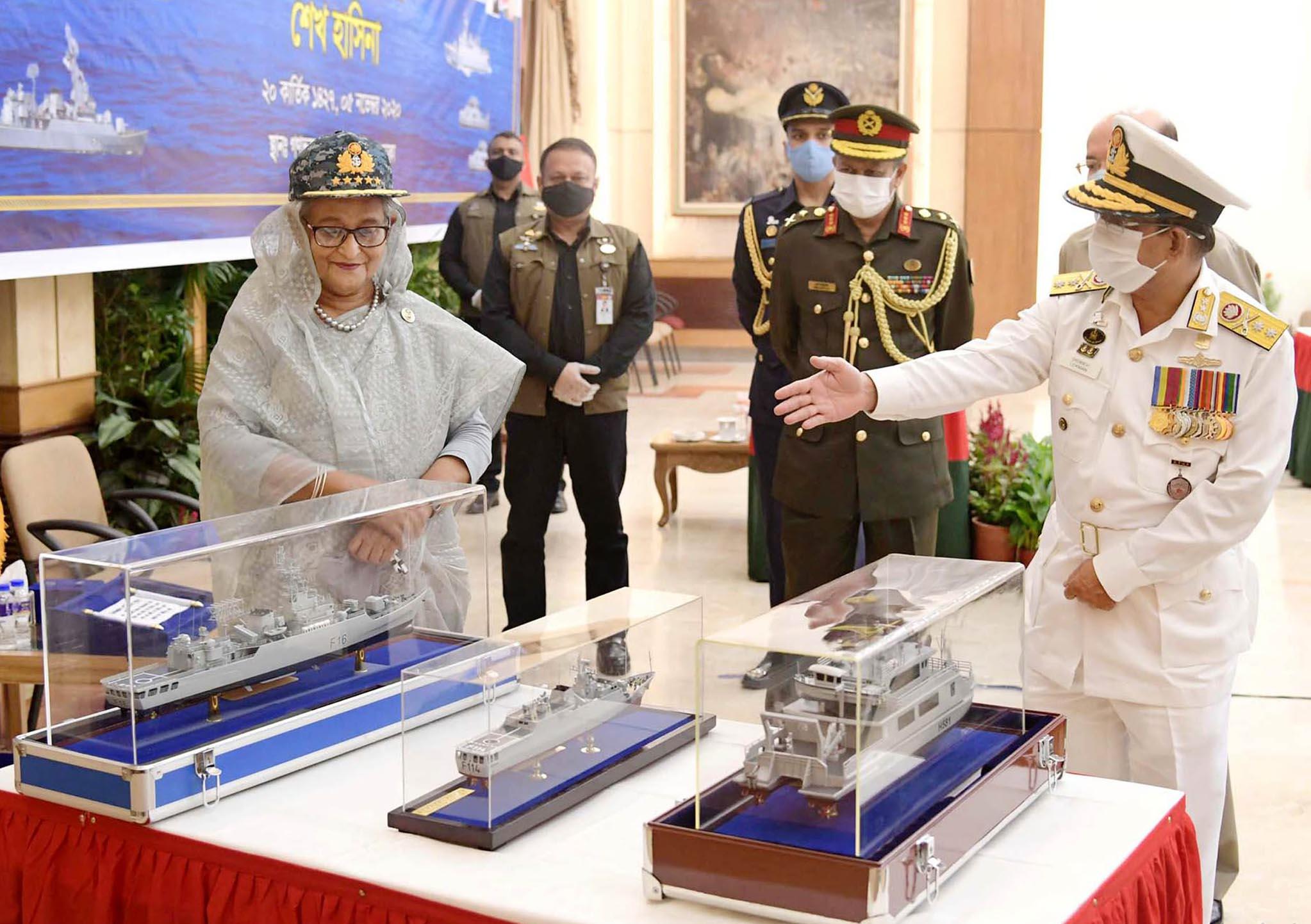 নৌবাহিনীর যুদ্ধ জাহাজসহ ৫টি আধুনিক জাহাজ কমিশনিং করলেন প্রধানমন্ত্রী