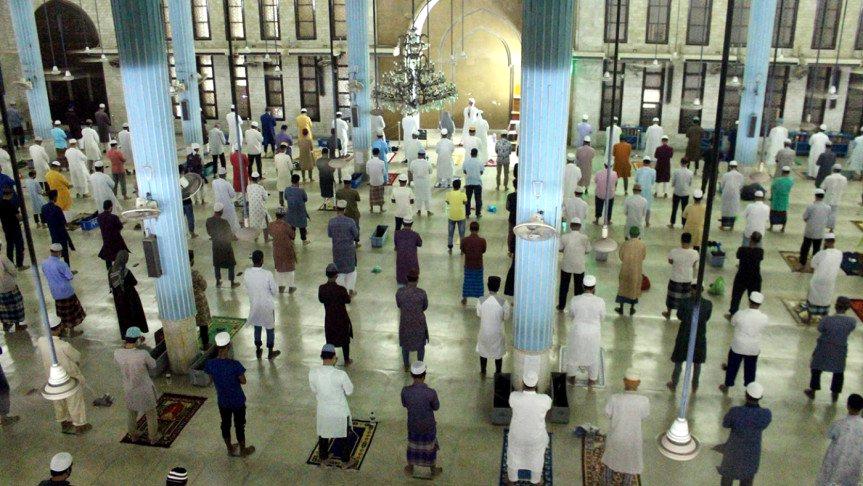 ধর্মীয় ভাবগাম্ভীর্যে পালিত হচ্ছে লাইলাতুল কদর