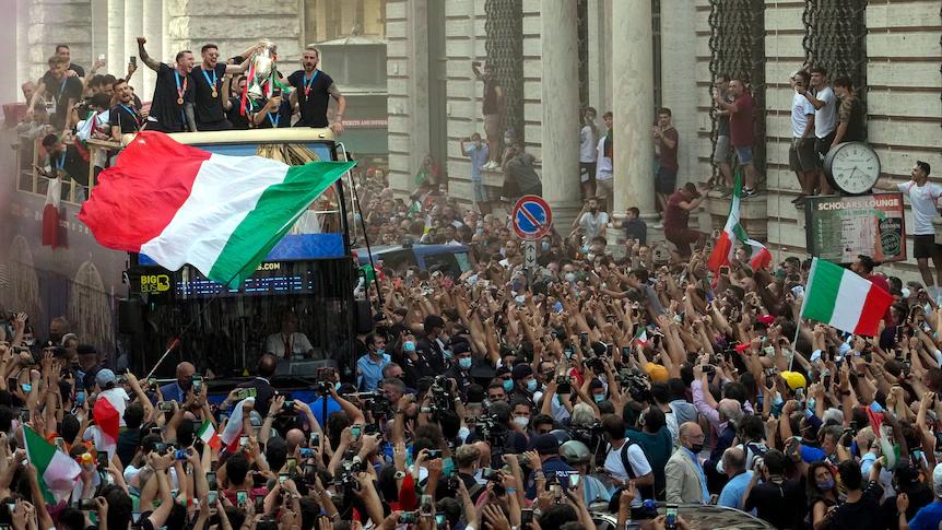 রোমে ইউরো জয়ী ইতালীয় ফুটবল দলকে সম্বর্ধনা